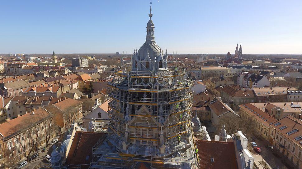 A szerkezet komplexitása rendkívül fegyelmezett építést követelt.