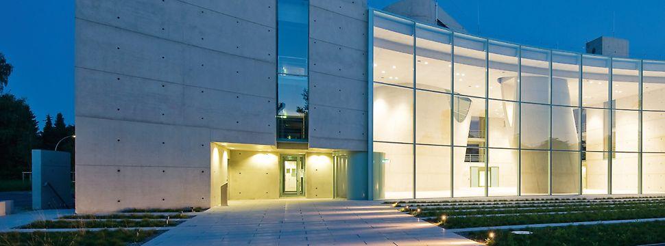 Tragfähigkeit, Formbarkeit und Oberflächenwirkung: Der Sichtbeton hat sich in den letzten zwei Jahrzehnten immer mehr zum bevorzugten Baustoff im gestalterisch anspruchsvollen Hoch- und Ingenieurbau entwickelt.