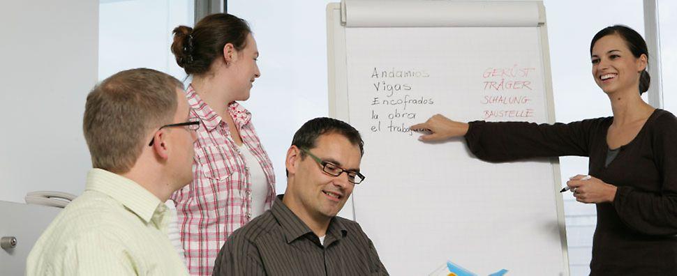 PERI Mitarbeiter bei der Schulung