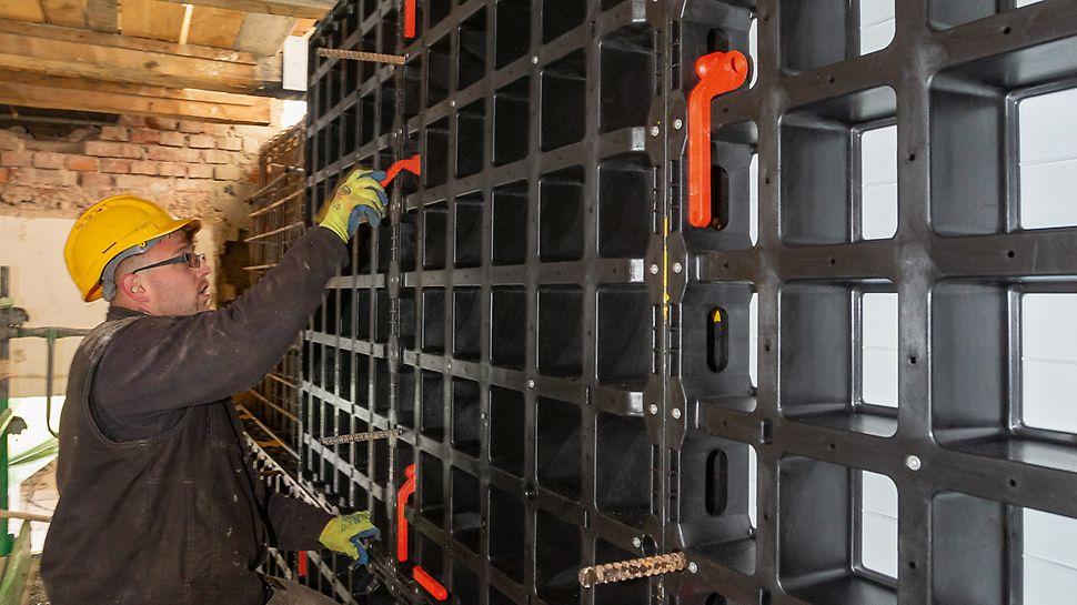 Der DUO Verbinder ist ein besonders gutes Beispiel für ein einfach bedienbares Systembauteil. Für den Einbau ist kein Werkzeug erforderlich.