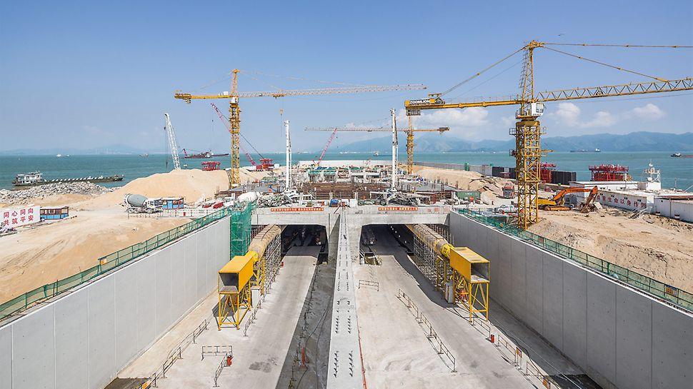 300 m lange Rampenbauwerke mit hohen Wänden in Sichtbetonqualität dienen als Ein und Ausfahrt des 6 km langen HZMB-Tunnels.