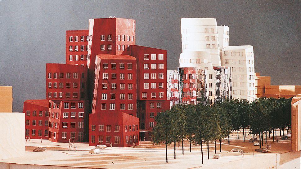 """Der Neue Zollhof, Düsseldorf, Deutschland - Das """"Kunst- und Medienzentrum Rheinhafen"""" von Frank O. Gehry gliedert sich in drei kontrastreich gestaltete Gebäudeteile und wirkt wie eine riesige Skulptur."""