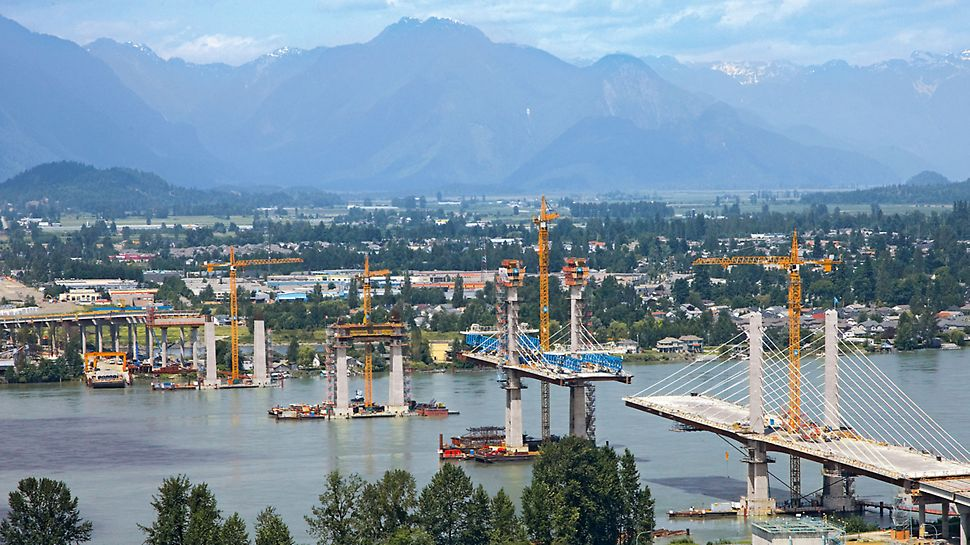 Golden Ears Bridge, Vancouver, Kanada - Die knapp ein Kilometer lange Schrägseilbrücke über den Fraser River ist das Kernstück des knapp 13 Kilometer langen Schnellstraßenprojekts.