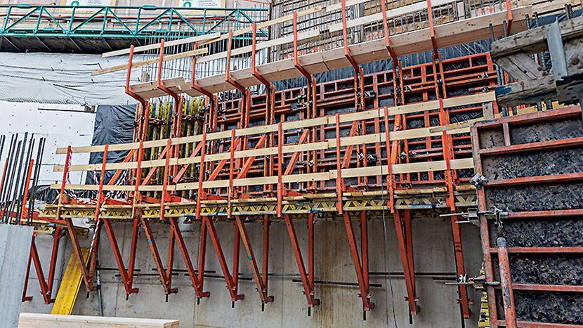 Administrativní objekt ENTERPRISE, Praha Jednostranný šplhavý systém SKS v kombinaci se stěnovým bedněním TRIO.