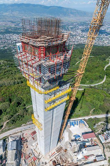 U svrhu realizacije ovako zahtevnog objekta bilo je potrebno osmisliti tehničko rešenje za izradu betonskog tela tornja konstantno promenljivog i nepravilnog poprečnog preseka.