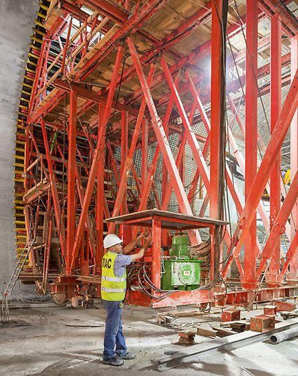 U-Bahn-Erweiterung Algier - Die PERI Schalwagenlösung auf Basis des VARIOKIT Baukastensystems ist ideal auf alle Baustellenanforderungen zugeschnitten und hydraulisch bedienbar.