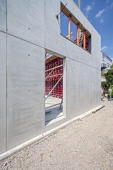 Die MAXIMO Wandschalung für eine sehenswerte Betonoptik. Mit MAXIMO kann ein gleichmäßiges Fugen- und Ankerraster erzielt werden.