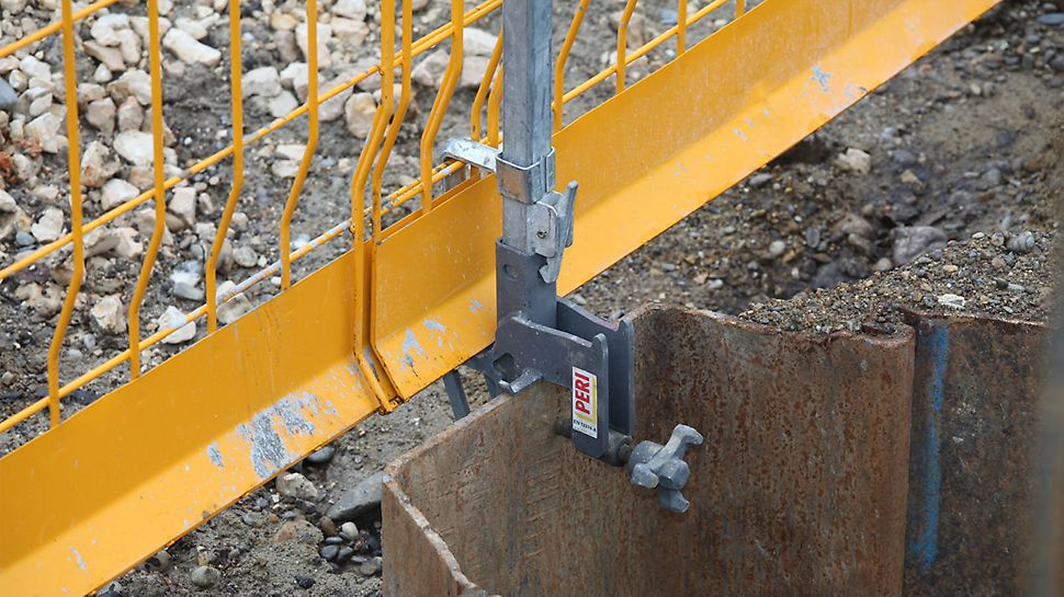 The Sheet Piling Clamp PSC allows quick and easy attachment of the Side Mesh Barrier to sheet piling and the Berlin-type pit lining.
