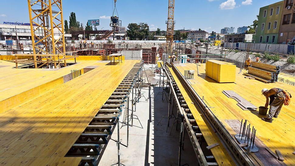 Twin City, Bratislava - Vzájomná kompatibilita prvkov debnenia a lešenia z jedného zdroja znamená bezpečnú a rýchlu výstavbu.