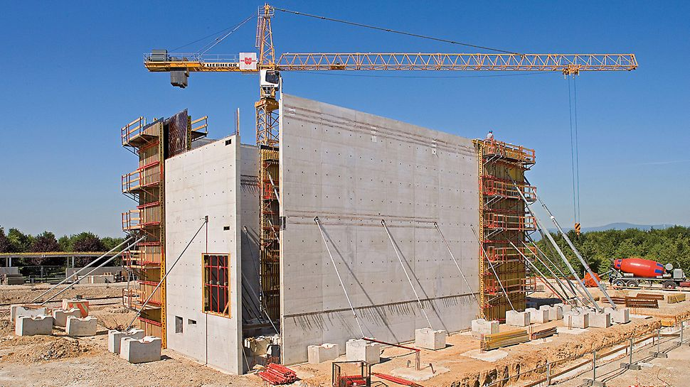 Musée Würth, Erstein, Frankreich - Beim Bau des Musée Würth wurden mit der VARIO GT 24 Träger-Wandschalung bis zu 14 Meter hohe Wände in Sichtbetonqualität hergestellt.
