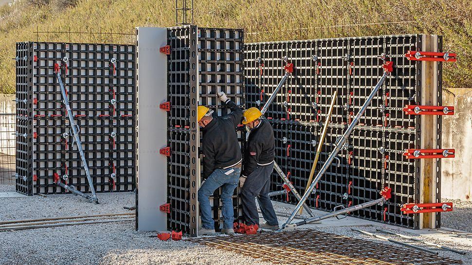 Deze arbeiders maken gebruik van het DUO testpakket voor het plaatsen van kolom- en wandbekisting. Vraag uw pakket vandaag nog aan via info@peri.be.