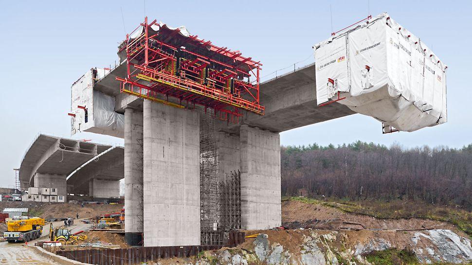 Most na autocesti Chachenka, Moskva, Rusija - 22,25 m široki odsječci gornje konstrukcije izvedeni su u odsječcima dužine 3,40 m do 4,10 m u redovnom 10-dnevnom taktu.
