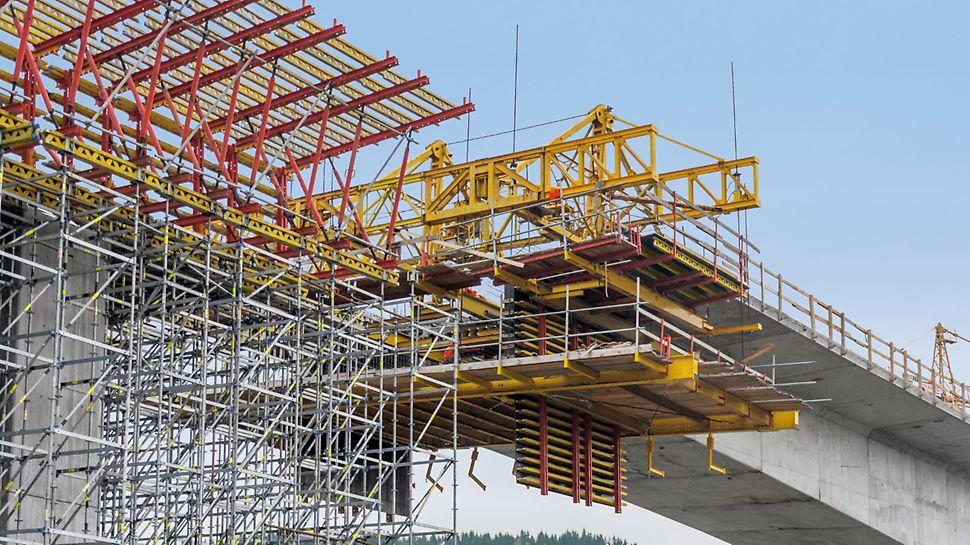 Most Markov, Slovensko: Pohled na budoucí spojení mostu metodou letmé betonáže s částí s podepřením ze systému PERI UP Rosett.