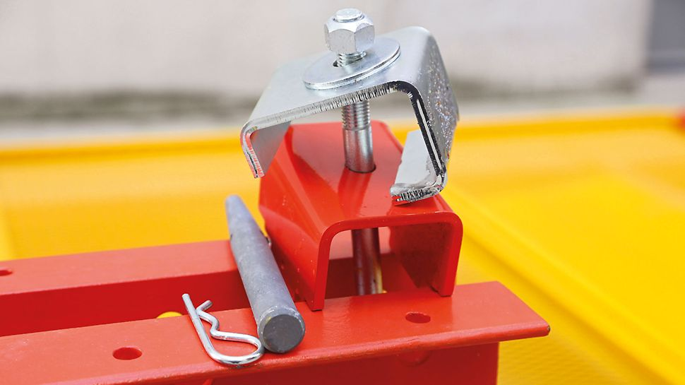The clamp connector for fixing to the climbing rails can be quickly and easily mounted.