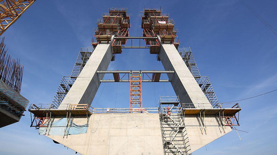 Zdjęcie: Bezpieczną komunikację do stanowisk pracy niezależnie od wysokości obiektu zapewniają rusztowania PERI UP