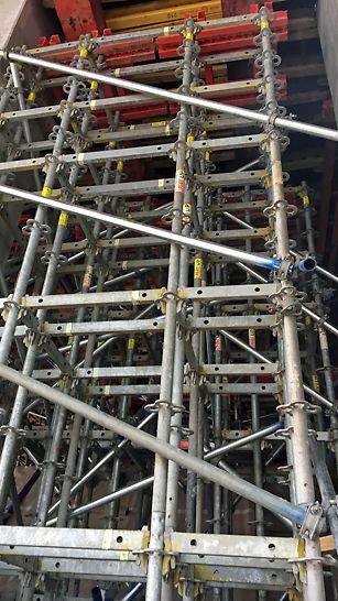 madkulturhuset: Speciel designet PERI UP Understøtningstårn med SRU udvekslinger