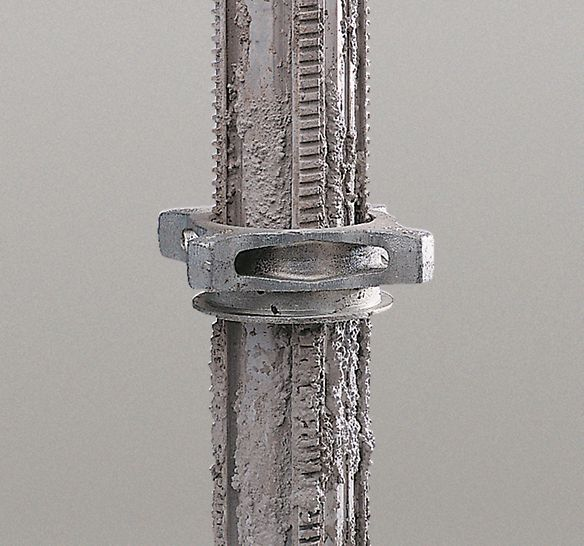 A self-cleaning thread and ECC powder coating make the MULTIPROP resistant to concrete adhesion.