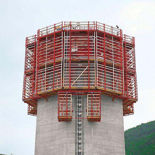 Viaduc de Millau, Francie: Kompletní opláštění optimálně chrání pracovníky stavby.