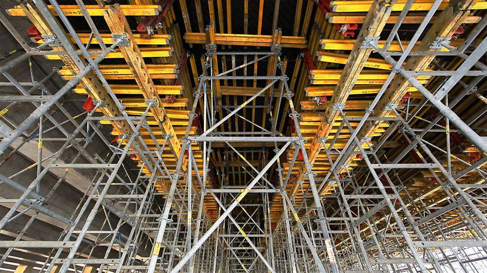 Innowacyjne rozwiązania wież podporowych PERI zapewniają montaż bez użycia narzędzi i łączników w postaci elementów luźnych, co gwarantuje wysoką wydajność robót dzięki niskiej pracochłonności.
