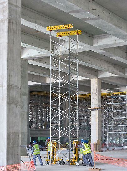 Midfield Terminal Building, Abu Dhabi - Easy lateral transport: the PD 8 slab tables can be moved by hand by means of a transportation trolley. This reduces crane requirements quite considerably.