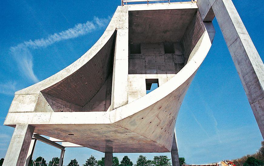 Muzej Mercedes-Benza, Stuttgart, Njemačka - na osnovi unaprijed pripremljenih probnih tijela testirana je izvedivost projektiranog postupka i utvrđena izvedba mogućih betonskih površina.