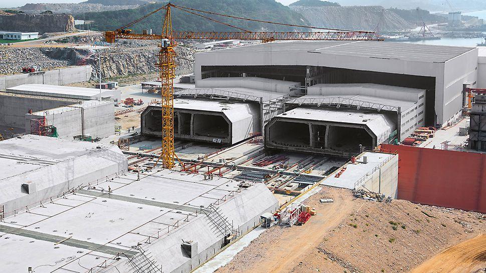 Most Honkong-Zhuhai-Macao (HZMB), Čína: Celkem 33 částí tunelu zhotovováno na dvou výrobních linkách: každá část dlouhá 180 m, široká 38 m, vysoká 11,40 m a o hmotnosti 72 000 t.