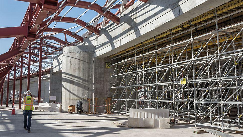 PERI UP neslouží jen jako podpěrná konstrukce pro bednění klenby. Modulové lešení nabízí také možnost vytvoření přístupů na různá pracoviště a bezpečných pracovních ploch ve všech částech stavby.