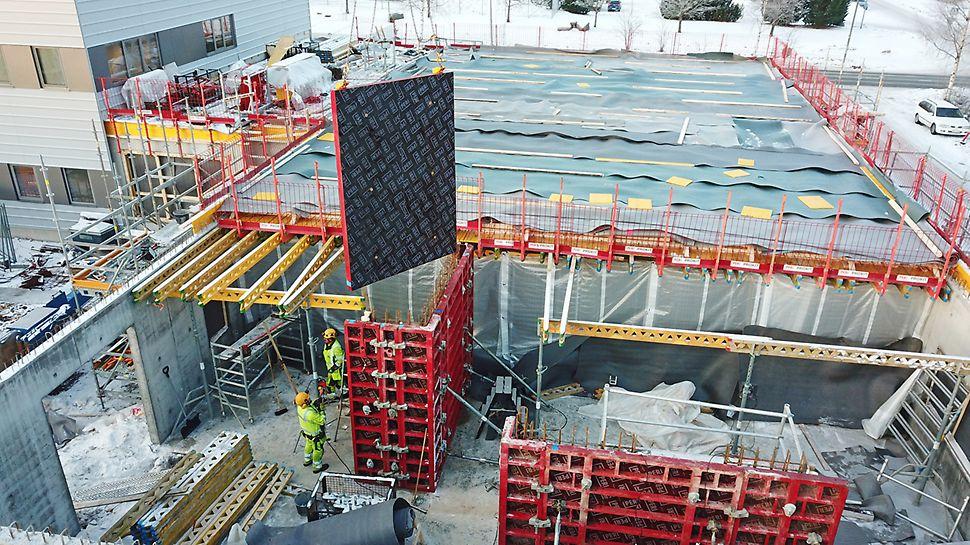 Laajennuksen seinät toteutettiin paikallavalurakenteisina MAXIMO-järjestelmällä.