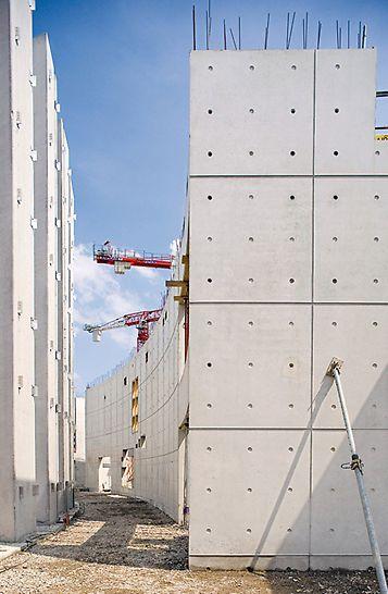 ToulAeroportul Toulouse-Blagnac, Franța - Pereți și stâlpi cu înălțime mare cu calitate de beton arhitectural – cofrajul cu grinzi pentru pereți și stâlpi VARIO a fost sistemul de bază pentru realizarea cerințelor privind calitatea suprafeței rezultate și a geometriei elementelor.