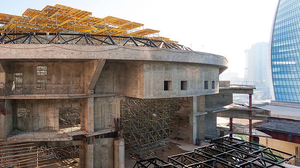 Несущие леса для возведения крыши. Киноконцертный зал Москва сити