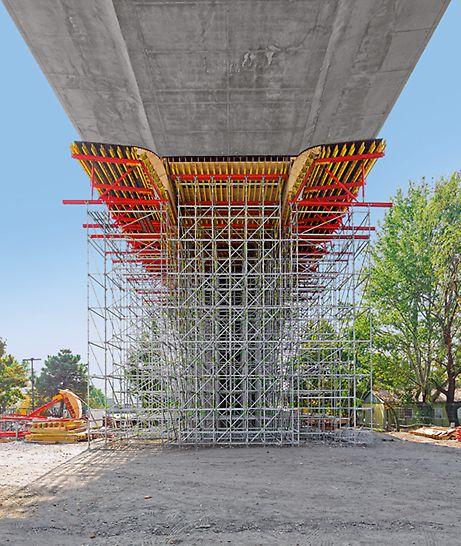 Podpěrná věž PERI UP Flex: Umístění každého sloupku v systému je přizpůsobeno tvaru stavby a přenášenému zatížení.