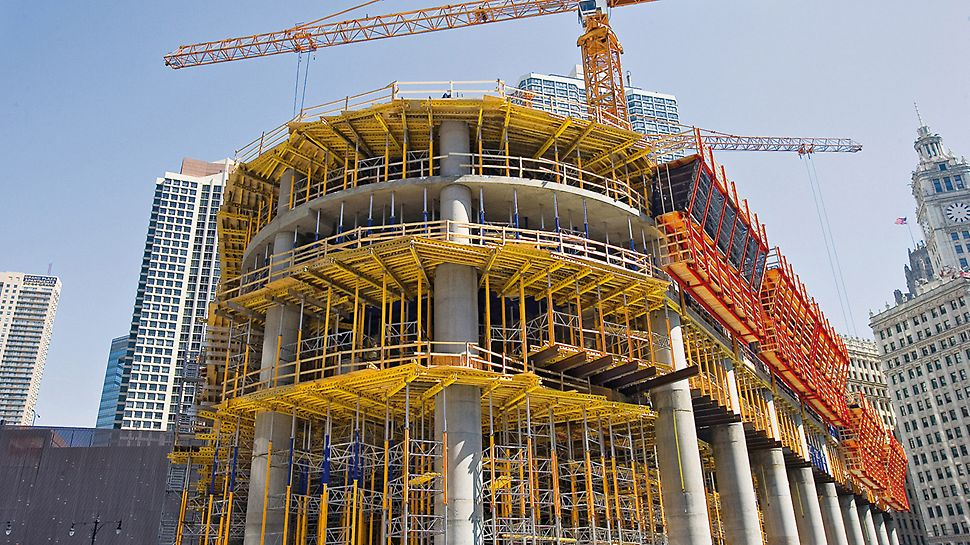 Trump International Hotel & Tower, Chicago, SAD - za potpornu konstrukciju donjih etaža istovremeno se primjenjuje 16.900 MULTIPROP aluminijskih i 2.600 PEP čeličnih podupirača.
