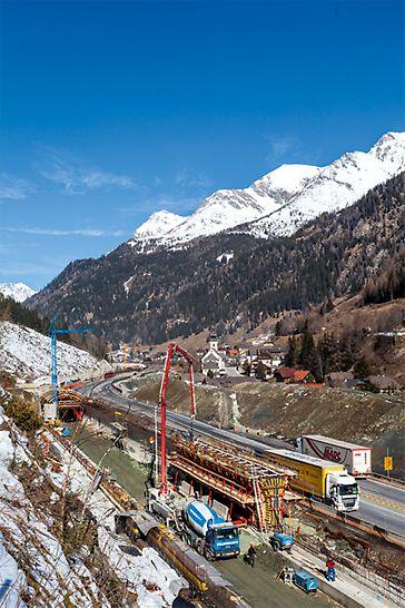 Tunel na dálnici A10, Zederhaus, Rakousko: S pomocí tunelového bednicího vozu ze systému VARIOKIT mohly být betonovány 25 m dlouhé úseky klenby tunelu v pravidelném 4denním taktu.