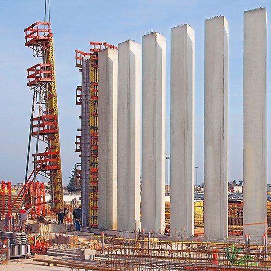 Pilares de hormigón armado de 11,70 m y de sección transversal triangular; se hormigonaron de una vez de manera correcta y rentable