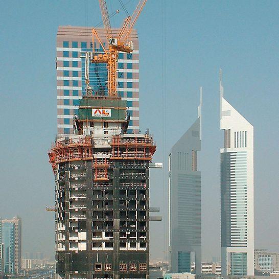Turnul secolului 21, Dubai, Emiratele Arabe Unite - Panourile de protecție perimetrală cățărătoare RCS închid complet incinta etajelor superioare aflate în construcție și oferă protecție împotriva vântului și condițiilor meteorologice - crescând astfel productivitatea.