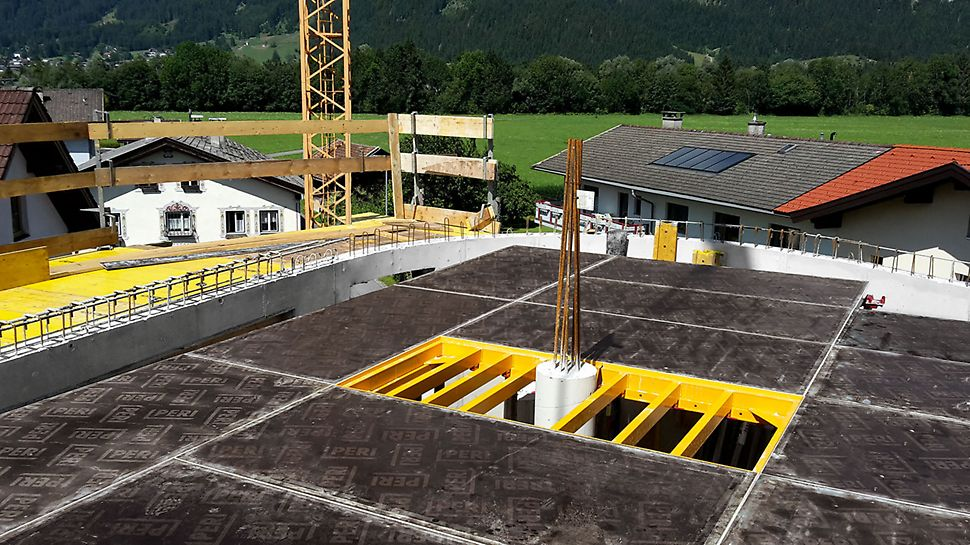 The column frame with its flexible cross profile in a 10 cm grid arrangement facilitates the shuttering of building columns.