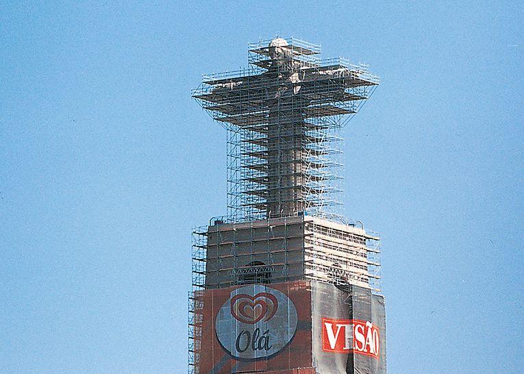 Cristo Rei Monument, Lissabon, Portugal - Bei den vermieteten Werbeflächen musste infolge der küstennahen Lage mit hohen Windkräften gerechnet werden.