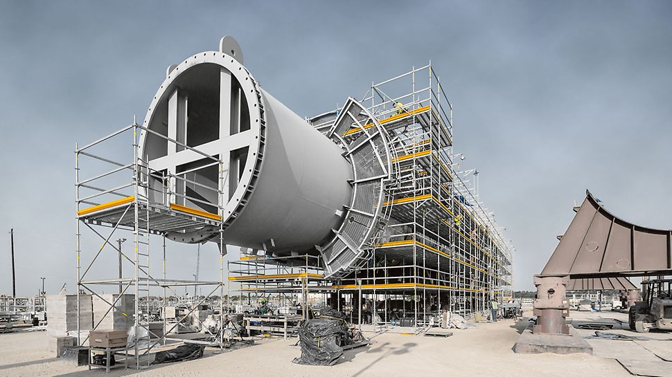 Chevron Phillips Cedar Bayou Ethane Cracker, Baytown, USA: PERI's Integrated Scaffold Program (ISP) was a key factor in selecting PERI UP Rosett Flex Industrial Scaffolding to provide temporary support and access for this $5 billion EPC expansion project.