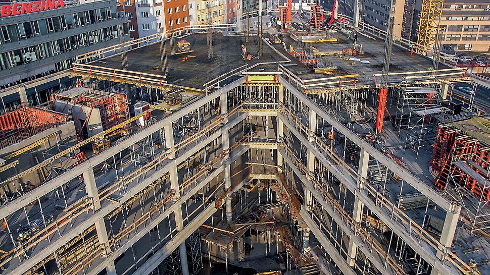 Administrativní objekt ENTERPRISE, Praha Výrazná stavba se čtyřmi podzemními a třinácti nadzemními podlažími tvořená železobetonovým monolitickým skeletem.
