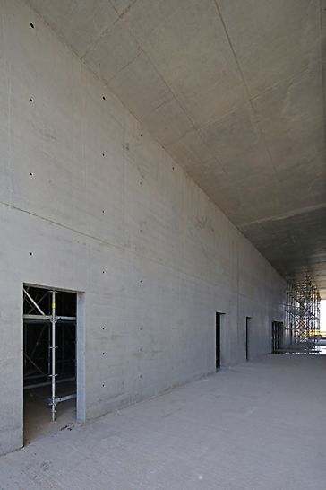 двойная фанера, герметизирующая лента, изоляция стыков, архитектурный бетон