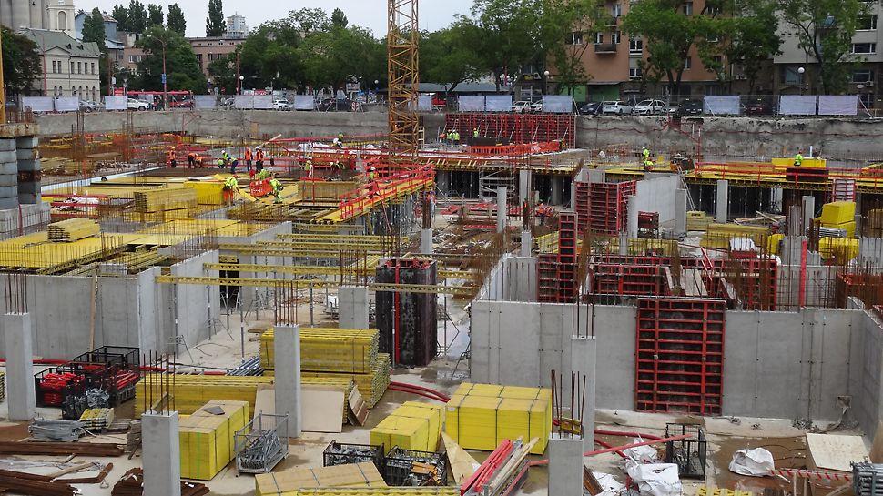 STEIN2, Bratislava, Slovensko - PERI dodala na stavbu 850m² debnenia TRIO čo je zhruba 57 ton, ďalej pre stropné debnenie bolo dodaných celkovo 5600m² preglejok, 20km nosníkov a 4.500ks stojok.
