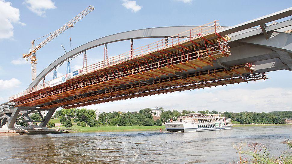 Most Waldschlösschen, Drážďany: Dva ocelové oblouky o rozpětí 148 m se zdvihají do výšky téměř 26 m nad hladinou Labe.