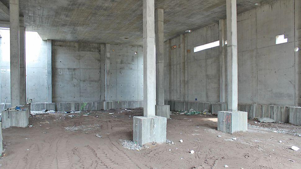 Siistit betonipinnat saatiin seiniin MAXIMO-järjestelmämuotilla ja pilareihin RAPID-pilarimuotilla.