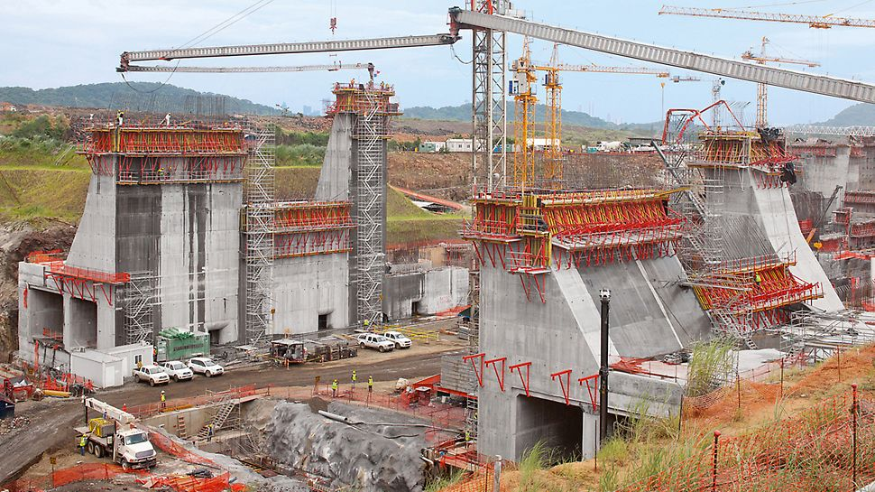 "Lock facilities, Panama Canal, Panama - PERI is supporting the ""construction project of the century"" with the planning and delivery of huge quantities of formwork and scaffolding systems."