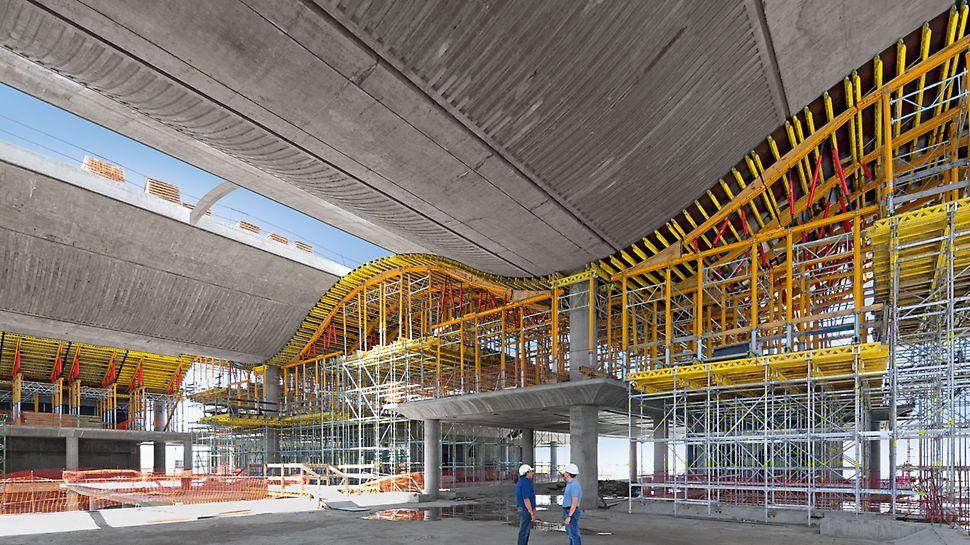 Správní budova banky Ciudad de Buenos Aires: Standardní systémy stavebnice, stejně jako návrh a dodání bednění a lešení jedním dodavatelem, činily řešení projektu PERI hospodárným a postup výstavby byl tím značně urychlen.