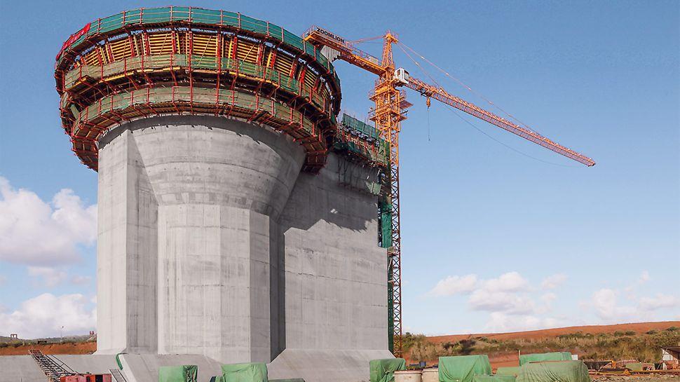 Die auf Systembauteilen und 3D-Schalungskörper basierende Kletterschalungslösung wird von den PERI Spezialisten individuell an die Bauwerksgeometrie und den einhäuptigen Lastabtrag angepasst.
