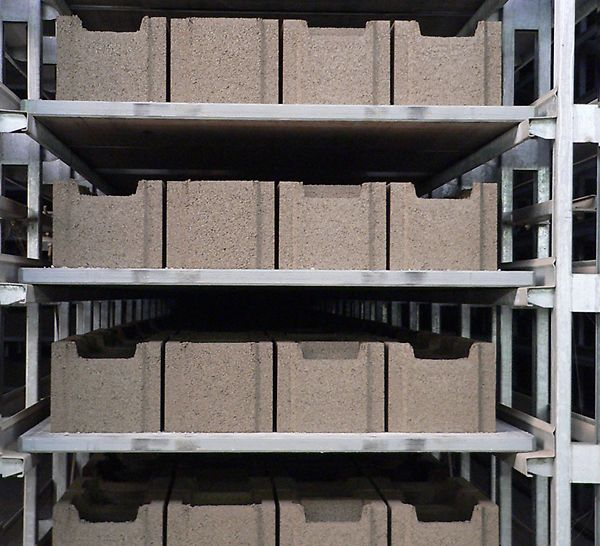 The PERI Pave production pallets provide constant and repeatable quality of the stone products due to permanently high flexural stiffness.