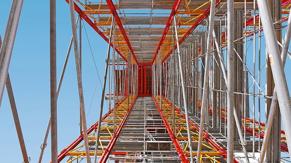 Motorway bridge over the Rio Sordo, Vila Real, Portugal - The 2.00 m wide shoring scaffold sections are connected longitudinally by means of heavy-duty spindles and push-pull props to form shoring towers.