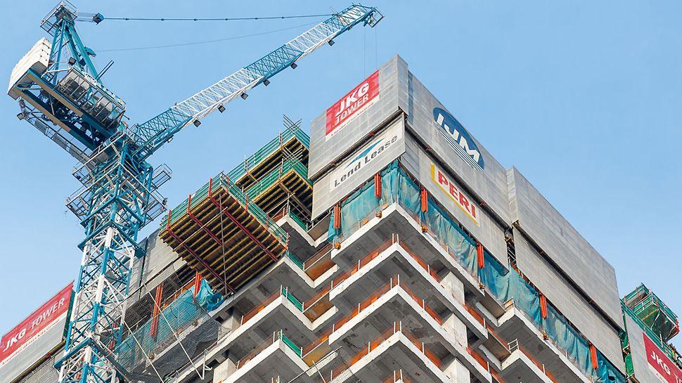 JKG Tower - Nákladná lávka RCS bola včlenená do riešenia šplhavého debnenia