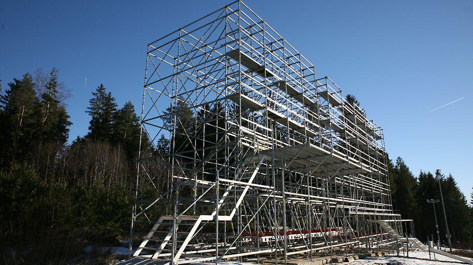 BMW IBU World cup Biathlon, Nové Město na Moravě: Konstrukce z lešení PERI UP pro umístění LED obrazovky.